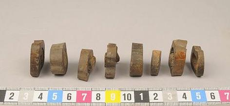 Benskivor med trä från Söderköping, SHM 34216 fnr 1195. Bone objects with wood inside, from Söderköping, Sweden.