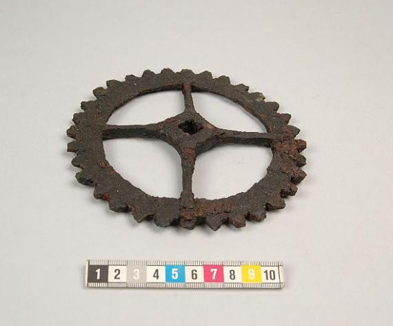 Kugghjul hittat i Gudhems kloster, Västergötland, SHM 23950:1929:204. Foto Sanna Stahre.