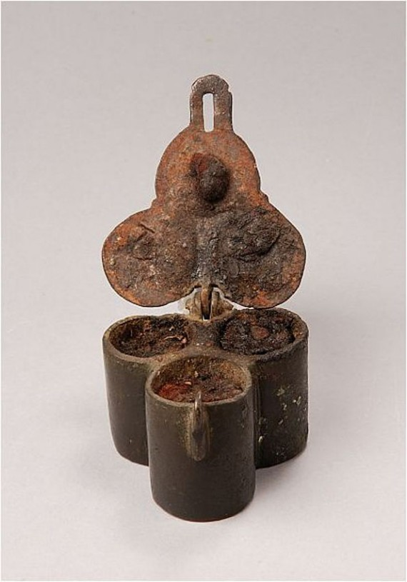 Chrismatorium med okänd proveniens, SHM 299:3. Oljekaret innehåller textil som sugit upp det innehåll som funnits i karen. Foto Christer Åhlin.